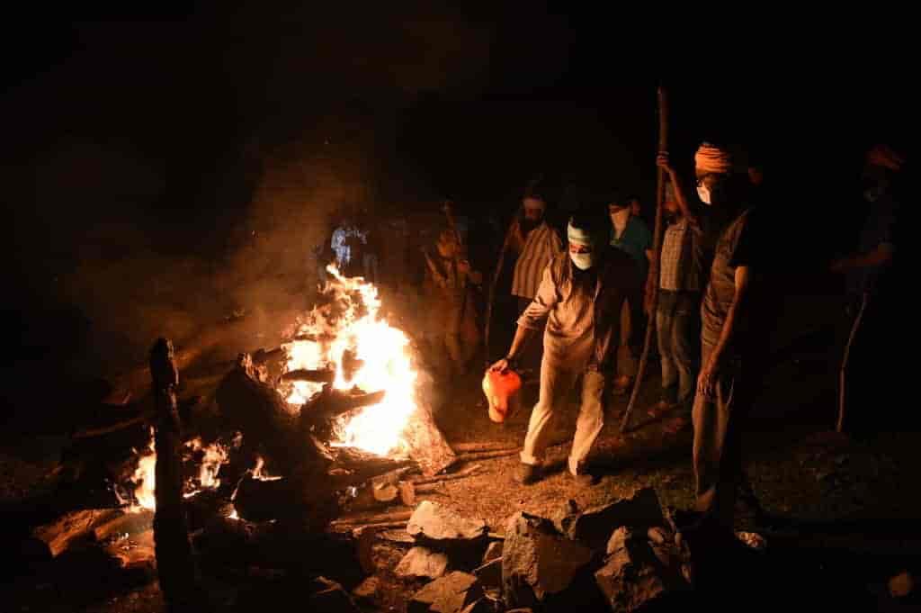 Cremation in Srinagar