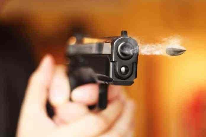Breaking News Kashmir, shopian, three cops killed,shootout in pulwama, kashmirhurriyat leader shot dead,guard shoots self in dgp's residence, Latest News in Kashmir, Kashmir News