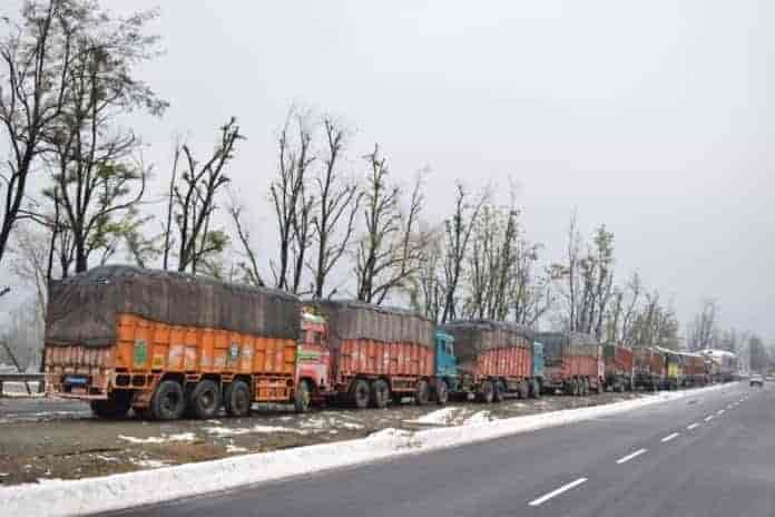 Breaking News Kashmir, Breaking News Kashmir, srinagar jammu highway, kashmir, kashmir news, sgr-jammu higheay
