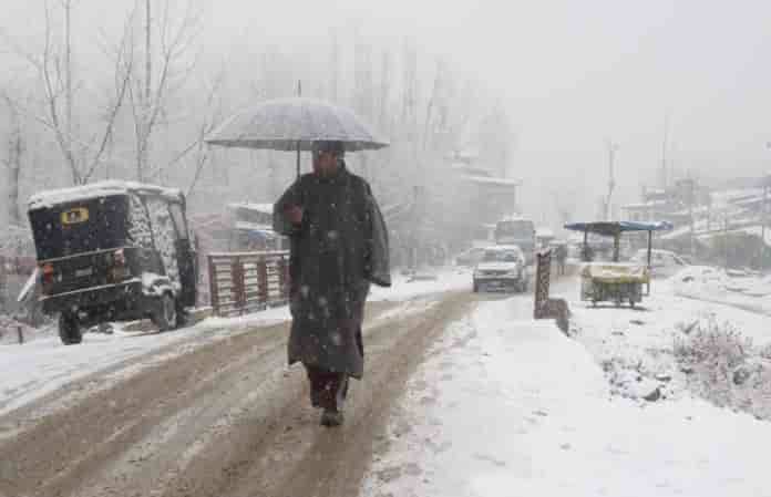 Breaking News Kashmir, kashmir, snowfall in kashmir, kashmir snow, kashmir tourism, kashmir tourists, jammu and kashmir, srinagar, srinagar weather, kashmir weather, snow in gulmarg, kashmir news, kashmir latest news