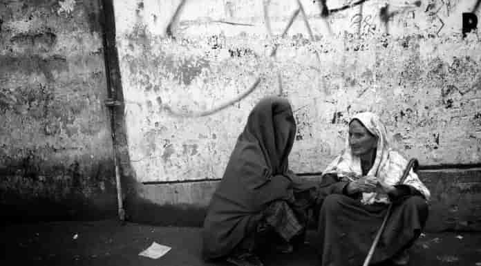 Kashmir Images and Photo Gallery Online, kashmir, kashmir latest news, kashmiri women, women in kashmir, women begging