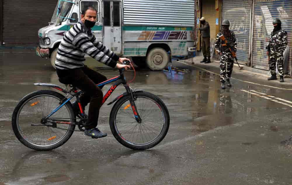 restrictions, Kashmir, srinagar, curfew, covid19